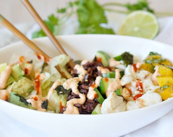 Looking for a healthy lunch idea? Turn your favorite sushi roll into a healthy salad and grain bowl with this Spicy California Roll Sushi Bowl recipe.