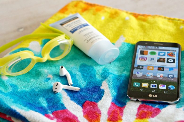 Heading out to the pool or the beach with the kids? Be sure to check out these six apps for pool day fun to make sure you get the most out of your summer!