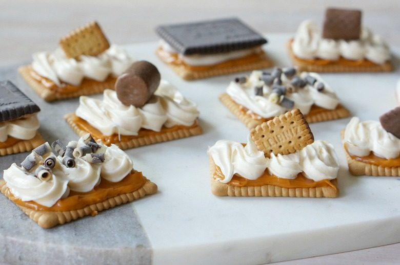 If the fall season has you thinking all things pumpkin and sweet treats, you have to try these easy Pumpkin Spice Cookie Tarts. These little cookie tarts are the perfect dessert table and cool weather treat.