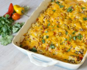 With the right tools for cleanup, casseroles are the perfect go-to dish for the busy holiday season.  Treat your guests with this healthier southwest hashbrown casserole,  a great breakfast, brunch or side dish recipe.
